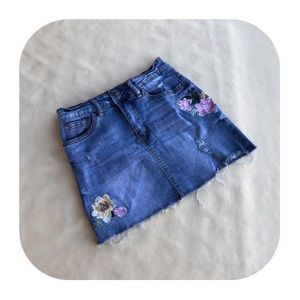 6/$15 Angel Kiss juniors medium Jean skirt